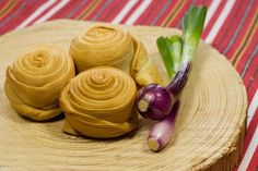Parenica is a traditional Slovak semi soft, unripe, steamed sheep cheese with a very delicate taste. Eastern European Recipes, European Cuisine, Slovakian Food, I Love Food, Good Food, Sheep Cheese, Smoked Cheese, Bratislava, New Flavour