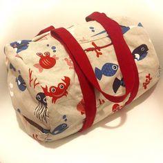 Patron de couture facile : DIY le sac de piscine Coin Couture, Couture Sewing, Couture Girl, Sac Week End, Diy Sac, Fabric Bags, Beach Tote Bags, Purses And Bags, Diaper Bag