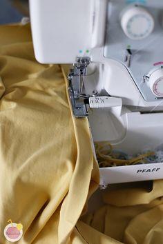 Kuinka huolitella pääntie kaksoisneulalla – Käsityökekkerit Sewing Hacks, Sewing Tips, Projects To Try