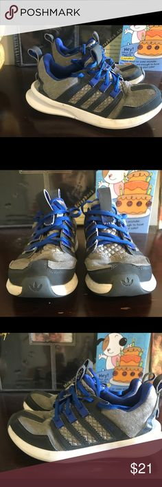 Adidas Tennis Shoes 👟 These are youth size 5 tennis shoes. They are gently used. Just need some cleaning up on the soles. Still in good shape. adidas Shoes Athletic Shoes