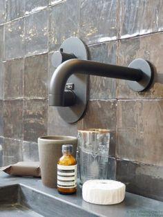 42 Super Creative DIY Bathroom Storage Projects to Organize Your Bathroom on a Budget - The Trending House Bathroom Trends, Bathroom Renovations, Kitchen Trends, Bathroom Interior, Bathroom Ideas, Bathroom Shelves, Bathroom Faucets, Tadelakt, Wet Rooms