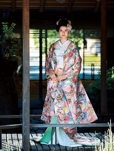 KYOKANE WEDDING Ginza キョウカネ ウエディング ギンザ 吉祥珊瑚(きっしょうさんご) Kimono Japan, Japanese Kimono, Traditional Fashion, Traditional Outfits, Japanese Costume, Wedding Kimono, Traditional Wedding Dresses, Japanese Outfits, Kimono Dress