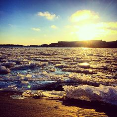 Ehkä kevät?? #sunlight #icey #grafter #oceanbreeze #beach #sunset