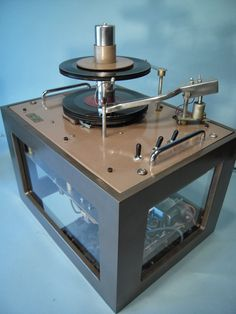 """Vintage """"Ristocrat"""" comercial record player/changer for restaurants, department stores, waiting rooms etc. Seeburg made these as well. Hifi Turntable, Audiophile, Record Players, High End Audio, Hifi Audio, Mixers, Audio Equipment, Audio System, Vinyl Records"""