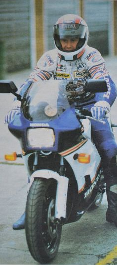 A young Wayne Gardner eases the NS onto the Snetterton circuit in 1985
