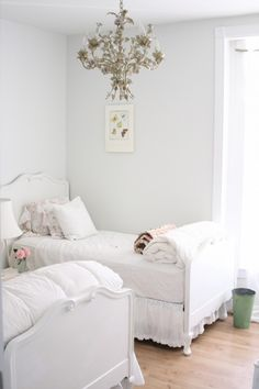 Another shabby chic girl's bedroom. By Dreamy Whites on Houzz Shabby Chic Interiors, Shabby Chic Bedrooms, Shabby Chic Homes, Shabby Chic Furniture, Furniture Vintage, Eclectic Bedrooms, Rustic Girls Bedroom, Bedroom Country, Modern Bedroom