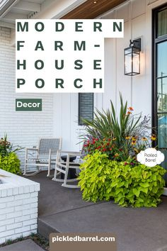 Find plenty of modern farmhouse decor inspiration for the porch, living room and kitchen. Everything you need in modern farmhouse decor ideas in one place! #pickledbarrelblog #modernfarmhousedecor