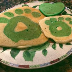 """Made some pretty {sic} birthday pancakes this morning #sicembears"""