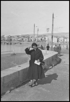 Vintage Pictures, Old Pictures, Old Photos, Greece Pictures, Greeks, East Coast, Athens, Blouses For Women, Nostalgia