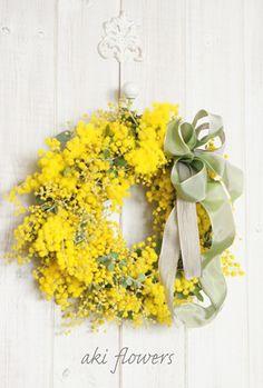 X ღɱɧღ Green Flowers, Love Flowers, Wedding Wreaths, Wedding Flowers, Le Mimosa, Floral Room, Summer Wreath, Mellow Yellow, Home Deco