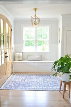 Coastal Paint Colors, White Paint Colors, Bedroom Paint Colors, Foyer Paint, Sherwin Williams Branco, Sherwin Williams Extra White, Best White Paint, White Paints, Coastal Farmhouse