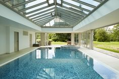 This stunning glazed pool house, set in beautiful surroundings, makes swimming possible no matter the weather. Swimming Pool House, Indoor Swimming Pools, Swimming Pool Designs, Lap Pools, Backyard Pools, Pool Decks, Pool Landscaping, Westbury Gardens, Piscina Interior