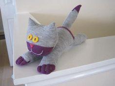 Hier finden Sie ganz tolle Idee ;) Versuchen Sie eine Katze aus Socken zu basteln. Dafür brauchen Sie nur die Schere, Socken und Faden. Schauen Sie mal die
