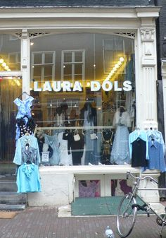 Laura Dols, Amsterdam