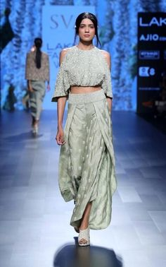 Indian fashion has changed with each passing era. The Indian fashion industry is rising by leaps and bounds, and every month one witnesses some new trend o Lakme Fashion Week 2017, India Fashion Week, Fashion Show, 50 Fashion, Fashion Styles, Indian Attire, Indian Wear, Ethnic Fashion, Asian Fashion
