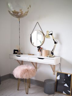 lOve the pink stool <3