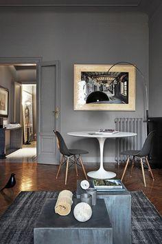 Un appartement classique modernisé par un gris caillou sur les murs
