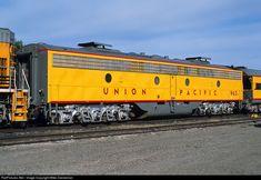 Net Photo: UP Union Pacific EMD at Delta, Colorado by Mike Danneman Locomotive Engine, Electric Locomotive, Ho Trains, Model Trains, Heritage Train, Third Rail, Rail Train, Commuter Train, Railroad Pictures
