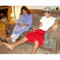Tbt✨ Mamá Mahone y Austin❤ #austinmahone #arianagrande #justinbieber #adele #selenagomez #sia #mahomies #belieber #arianators #selenators #purpose #handstomyself #focus #hello #chandelier #gainfollow #gainpost #gaintricks
