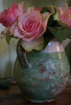 Photo by Roos Gast | Foto van een roos in een vaas | Photo of roses in a vase | #roses #rose #vintage #barok #baroque #boeket #bouquet #flower #flowers #beautiful #romantisch #romantic