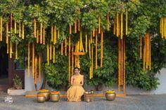 Wedding Aisle Decorations, Wedding Mandap, Decor Wedding, Flower Decorations, Wedding Events, Weddings, Mehendi Decor Ideas, Mehndi Decor, Indian Beach Wedding