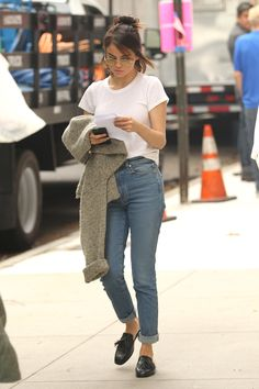 September 20: Selena seen on set of Woody Allen's film in New York, NY [HQs]