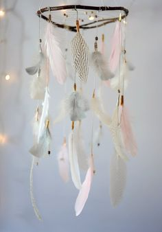 Dreamcatcher Mobile Rose blanc gris par DreamkeepersLLC sur Etsy Plus Kids Bedroom, Bedroom Decor, Dream Catcher Mobile, Metal Wall Decor, Decoration, Baby Room, Diy And Crafts, Etsy, Handmade
