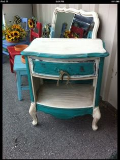 Annie Sloan Chalk Paint Florence and Old White Repainting Furniture, Painted Furniture, Annie Sloan Chalk Paint Florence, Cowgirl Chic, Paint Finishes, Furniture Inspiration, First Home, Make It Yourself, Decorating Ideas