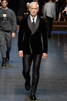 Dolce & Gabbana Fall 2015 Menswear Fashion Show Outfits Casual, Mode Outfits, Suit Fashion, Fashion Show, Mens Fashion, Milan Fashion, Sharp Dressed Man, Well Dressed Men, Mulher Versus Moda