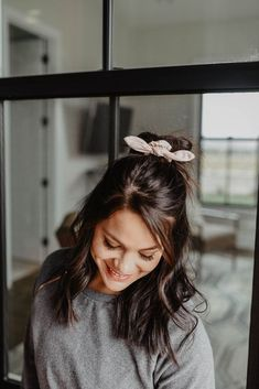 Savannah blush knot scrunchie - Hairstyles For All Trending Hairstyles, Prom Hairstyles, Straight Hairstyles, Braided Hairstyles, Gorgeous Hairstyles, Medium Brunette Hairstyles, Teenage Hairstyles, Hairstyles Videos, Popular Hairstyles