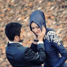 The pictures below show happy couples being romantic, cute and having fun; Have your own cute picture with your spouse.