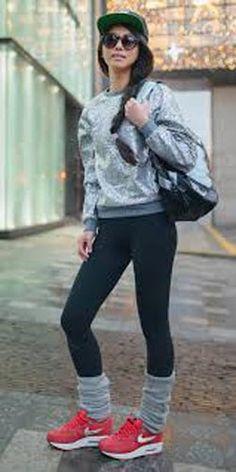 スニーカーと合わせればザ・90年代の組み合わせに☆レッグウォーマーを取り入れたコーデ☆スタイル・ファッション・着こなしの参考に♪