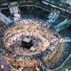 "islamicthinking: ""The consistent steady flow of the tawaaf. Masjid-Al-Haram, Makkah "" Islamic Images, Islamic Pictures, Muslim Images, Islamic Art, Wonderful Places, Beautiful Places, Travel To Saudi Arabia, Monuments, Mecca Kaaba"
