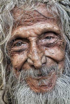 Ηλικιωμένος στην Ινδία. Φωτογραφία: Joydeep Bhattacharyya/ Intrepid Travel