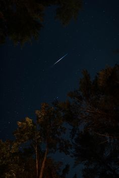 falling star photo – Free Nature Image on Unsplash Scenery Wallpaper, Galaxy Wallpaper, Wallpaper Backgrounds, Sky Full Of Stars, Star Sky, Nocturne, Nature Images, Nature Photos, Night Photography