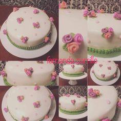 Pastel con flores en fondant