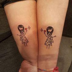 tatouage meilleure amie, dessin sur les bras à design femmes aux cheveux mi longs et petits coeurs rouges