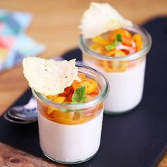 Panna cotta salée à la tomate Original and fragrant, dare the panna cotta salted with tomato and vinaigrette Tropical Desserts, Spring Desserts, Lemon Panna Cotta, Chocolate Panna Cotta, Appetizer Recipes, Dessert Recipes, Seafood Appetizers, Cooking Recipes For Dinner, Make Ahead Desserts