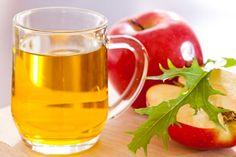 Alfabedeki bütün harflerden vitamin ve mineral içerek elma sirkesi neredeyse her derde deva olacak kadar etkilidir. Güzellik iksiri elma sirkesinin faydaları o kadar çok ki duyunca siz de şaşıracaksınız. Belki birçoğunuz sirke denildiğinde yüzünü ekşitiyor ama bu yazıyı okuduktan sonra size bal tadında gelmeye başlayacaktır.
