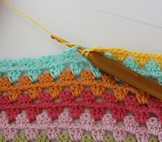 Daisies: How to make Granny Stripes Crochet Cushions, Crochet Quilt, Crochet Home, Love Crochet, Crochet Granny, Crochet Yarn, Crochet Stitches, Crochet Patterns, Crochet Things