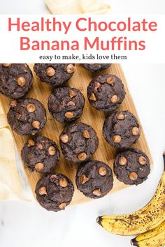 These healthier banana chocolate muffins are made with ripe bananas, whole wheat flour, and just enough chocolate chips. Easy to make and delicious! Ww Recipes, Muffin Recipes, Snack Recipes, Snacks, Bread Recipes, Recipies, Chocolate Banana Muffins, Chocolate Chips, Chocolate Flavors
