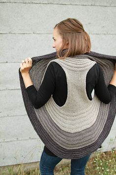 Ravelry: Omena pattern by Jill Zielinski. Would rather sew this with material items.A round vest: Omena by Jill Zielinski [Un gilet tondo: Omena di Jill Zielinski]Knitting Patterns Vest Everything about Omena is fun, from cast on to total wearability Pull Crochet, Knit Crochet, Crochet Circle Vest, Ravelry, Knitted Shawls, Knit Shrug, Shawls And Wraps, Crochet Clothes, Pulls