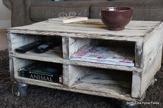 Beyond The Picket Fence: Magazine Pallet Table.  Project for the spring!
