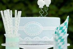 Cómo decorar un bautizo de manera fácil y sencilla  | tarta fondant | cake Place Cards, Place Card Holders, Crafts, Handmade, Paper, Fondant Cakes, Simple, Beautiful Things, Atelier