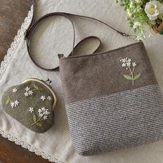 만들어서 선물 하고 싶어요#프랑스자수 #자수 #가방자수 Japanese Bag, Frame Purse, Embroidery Bags, Fabric Bags, Quilted Bag, Handmade Bags, Small Bags, Bag Making, Purses And Bags