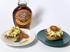 """""""Tosta girasol"""" Por Graciela Turell, de Barcelona. Rebanadita de pan tostado, cubierto con bacon plancha y encima revuelto de huevo con semillas de girasol, tomatito cherry y sirope de arce."""
