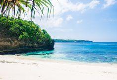 Secret Beach Nusa Ceningan, Bali, Indonesia, Wanderlust, Bucket List, Island, Paradise, Bali, Travel, Exotic Places, temple, places to visit in Bali.