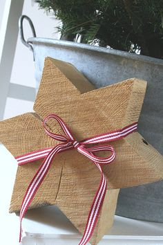 cool wooden star.... simple, yet makes an impact