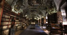 Biblioteca do Monastério de Strahov (República Tcheca) - A biblioteca histórica conserva mais de 200 mil volumes entre os quais 3.000 manusc...
