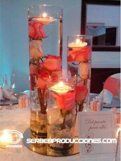 Centro de Mesa con rosas en el agua y velas flotantes